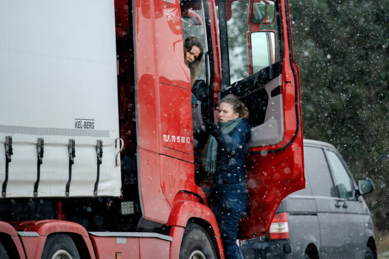Charlotte Madsen under optagelserne til ASFALT. Foto: Martin Dam Kristensen